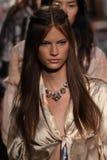 Τα πρότυπα περπατούν το φινάλε διαδρόμων για τη επίδειξη μόδας της Anna Sui Στοκ Φωτογραφίες
