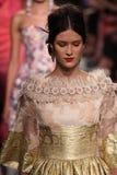 Τα πρότυπα περπατούν το φινάλε διαδρόμων στη επίδειξη μόδας Badgley Mischka Στοκ Εικόνες