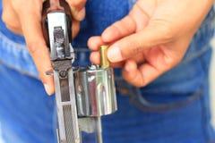 Τα πυρομαχικά και γεμίζουν τα περίστροφα Στοκ φωτογραφίες με δικαίωμα ελεύθερης χρήσης