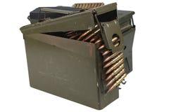 Τα πυρομαχικά μπορούν με τη ζώνη πυρομαχικών και πυρομαχικών στοκ φωτογραφίες με δικαίωμα ελεύθερης χρήσης