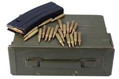 Τα πυρομαχικά μπορούν με τα πυρομαχικά στοκ εικόνα