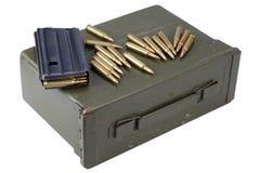 Τα πυρομαχικά μπορούν με τα πυρομαχικά στοκ φωτογραφίες