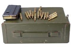 Τα πυρομαχικά μπορούν με τα πυρομαχικά στοκ φωτογραφία με δικαίωμα ελεύθερης χρήσης