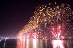 Τα πυροτεχνήματα παρουσιάζουν Αμπού Ντάμπι Στοκ Εικόνα