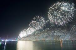 Τα πυροτεχνήματα παρουσιάζουν Αμπού Ντάμπι Στοκ Εικόνες