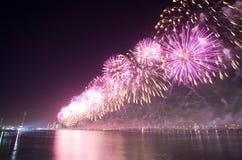 Τα πυροτεχνήματα παρουσιάζουν Αμπού Ντάμπι Στοκ Φωτογραφίες