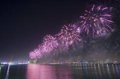 Τα πυροτεχνήματα παρουσιάζουν Αμπού Ντάμπι Στοκ εικόνα με δικαίωμα ελεύθερης χρήσης