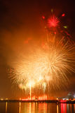 Τα πυροτεχνήματα παρουσιάζουν σε έναν εορτασμό Στοκ Εικόνα