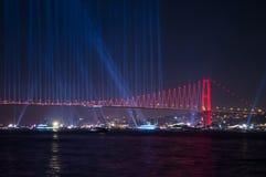 Τα πυροτεχνήματα παρουσιάζουν στη Ιστανμπούλ Bosphorus Τουρκία Στοκ Εικόνα