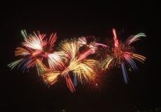 Τα πυροτεχνήματα παρουσιάζουν Στοκ εικόνες με δικαίωμα ελεύθερης χρήσης