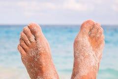 τα πόδια παραλιών επανδρώνουν Στοκ φωτογραφίες με δικαίωμα ελεύθερης χρήσης
