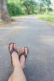 Τα πόδια στο έδαφος στοκ φωτογραφία με δικαίωμα ελεύθερης χρήσης