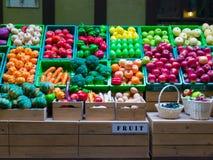 Τα πλαστικά φρούτα και λαχανικά έχουν ζωηρόχρωμο Στοκ Εικόνα