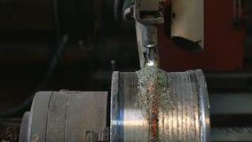 Τα ρομπότ συγκόλλησης εφαρμόζουν την προστασία συγκόλλησης επικαλύψεων σε δίσκους σωλήνων Αυτόματη συγκόλληση του σωλήνας-κυλίσμα απόθεμα βίντεο