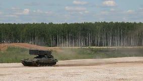 Τα ρωσικά τεθωρακισμένα οχήματα πηγαίνουν στο πολύγωνο απόθεμα βίντεο