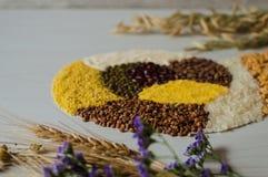 Τα σιτάρια και τα δημητριακά είναι τα καλύτερα συστατικά στις χορτοφάγες επιλογές Στοκ Φωτογραφία