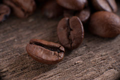 Τα σιτάρια του καφέ στο υπόβαθρο Στοκ εικόνες με δικαίωμα ελεύθερης χρήσης