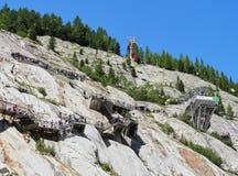 Τα σκαλοπάτια και τα τελεφερίκ που πηγαίνουν στην είσοδο Mer de Glace ανασκάπτουν, Chamonix, Γαλλία Στοκ φωτογραφίες με δικαίωμα ελεύθερης χρήσης