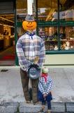 Τα σκιάχτρα που έγιναν από τα παιδιά επιδείχθηκαν κατά τη διάρκεια του φεστιβάλ φθινοπώρου Arrowtown, Νέα Ζηλανδία Στοκ φωτογραφίες με δικαίωμα ελεύθερης χρήσης