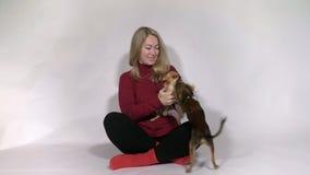 Τα σκυλιά συναντούν την κυρία του σπιτιού φιλμ μικρού μήκους