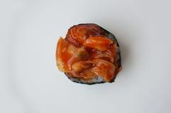 Τα σούσια κυλούν το πικάντικο μαλάκιο με το μαλάκιο ταπήτων Στοκ Φωτογραφίες