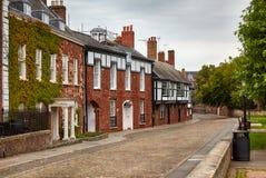Τα σπίτια στον τομέα του καθεδρικού ναού του Έξετερ κλείνουν Έξετερ Ντέβον Αγγλία στοκ φωτογραφίες με δικαίωμα ελεύθερης χρήσης