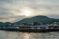 τα σπίτια της Καμπότζης συγκεντρώνουν siem τα ξυλοπόδαρα Στοκ Φωτογραφία