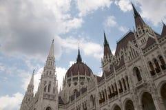 Τα σπίτια του πανδοχείου Βουδαπέστη Ουγγαρία του Κοινοβουλίου Στοκ Φωτογραφίες