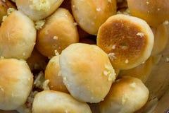 Τα σπιτικά κουλούρια με το σκόρδο κλείνουν επάνω Στοκ Εικόνα