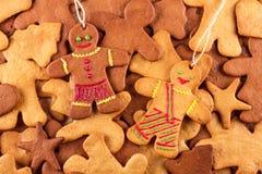 Τα σπιτικά μελοψώματα Χριστουγέννων και cingerbread επανδρώνουν, νέο υπόβαθρο έτους Χριστουγέννων Στοκ φωτογραφία με δικαίωμα ελεύθερης χρήσης