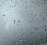 Τα σταγονίδια νερού παίρνουν κολλημένα στο γυαλί Στοκ Φωτογραφίες