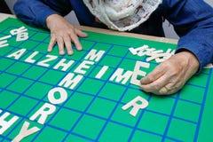 Τα σταυρόλεξα για τους ηλικιωμένους, βοήθεια βελτιώνουν τη μνήμη & τον εγκέφαλο στοκ εικόνες με δικαίωμα ελεύθερης χρήσης