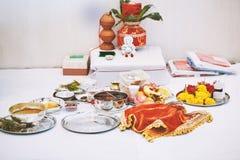 Τα στοιχεία λατρείας για το puja τελετής νημάτων, εστίαση pooja στοκ εικόνες