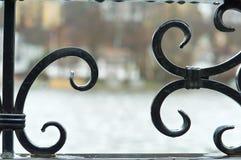 Τα στοιχεία του σφυρηλατημένου κομματιού, φράκτης επεξεργασμένος-σιδήρου Στοκ Φωτογραφία
