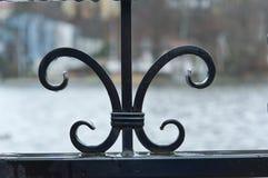 Τα στοιχεία του σφυρηλατημένου κομματιού, φράκτης επεξεργασμένος-σιδήρου Στοκ Φωτογραφίες