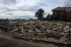 Τα συντρίμμια ρυπαίνουν την παραλία του Μανχάτταν στοκ φωτογραφίες με δικαίωμα ελεύθερης χρήσης