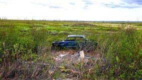 Τα συντρίμμια του αυτοκινήτου που εγκαταλείπονται στη μέση της Σιβηρίας Στοκ φωτογραφίες με δικαίωμα ελεύθερης χρήσης