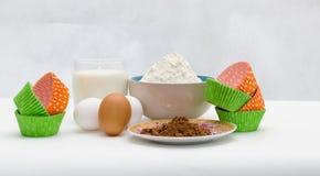 Τα συστατικά για το ψήσιμο cupcake Στοκ φωτογραφία με δικαίωμα ελεύθερης χρήσης