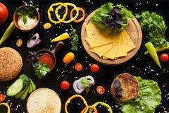 Τα συστατικά για burger Στοκ φωτογραφία με δικαίωμα ελεύθερης χρήσης