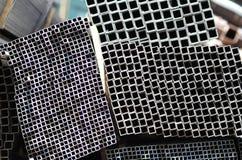 Τα σχεδιαγράμματα μετάλλων τακτοποιούν τον ορθογώνιο σωλήνα Στοκ Φωτογραφία