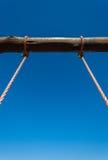 Τα σχοινιά ταλάντευσης άποψής σας πρός τα πάνω Στοκ φωτογραφία με δικαίωμα ελεύθερης χρήσης