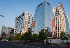 Τα σύγχρονα κτήρια Σαντιάγο γυαλιού κάνουν τη Χιλή Στοκ Φωτογραφίες