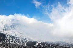 τα σύννεφα τοποθετούν ανωτέρω etna Στοκ Φωτογραφία