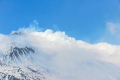 τα σύννεφα τοποθετούν ανωτέρω etna Στοκ Εικόνα