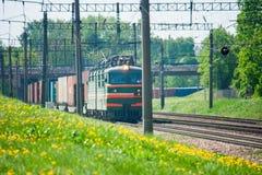 Τα ταξίδια τραίνων με το τραίνο στοκ εικόνες