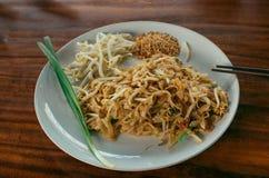 Τα ταϊλανδικά τρόφιμα μαξιλαριών, ανακατώνουν, Ασιάτης, τηγανητά, νουντλς, λεμόνι, γεύμα, chopsticks, πιάτο, Ταϊλάνδη Στοκ Εικόνες