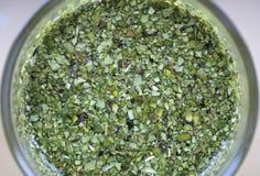 τα τεμαχισμένα φύλλα ζευγαρώνουν το τσάι στοκ φωτογραφία