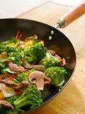 τα τηγανητά βόειου κρέατος ανακατώνουν τα λαχανικά wok Στοκ εικόνες με δικαίωμα ελεύθερης χρήσης