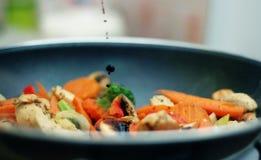 τα τηγανητά τροφίμων ανακατώνουν Ταϊλανδό Στοκ εικόνες με δικαίωμα ελεύθερης χρήσης