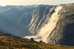 Τα τοπία των νορβηγικών βουνών στη διαδρομή σε Trolltunga Στοκ φωτογραφίες με δικαίωμα ελεύθερης χρήσης